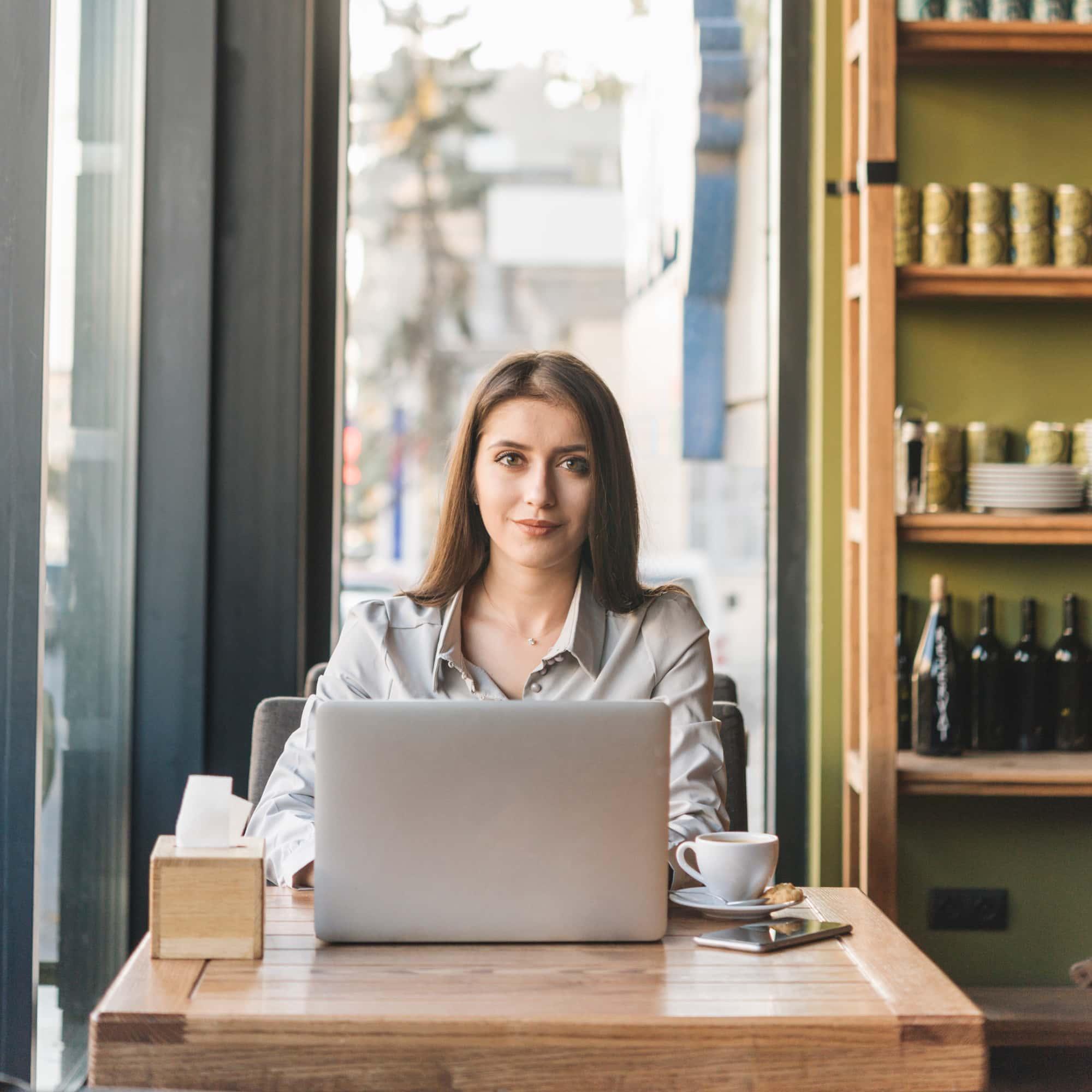 Texterstellung Frau am Laptop